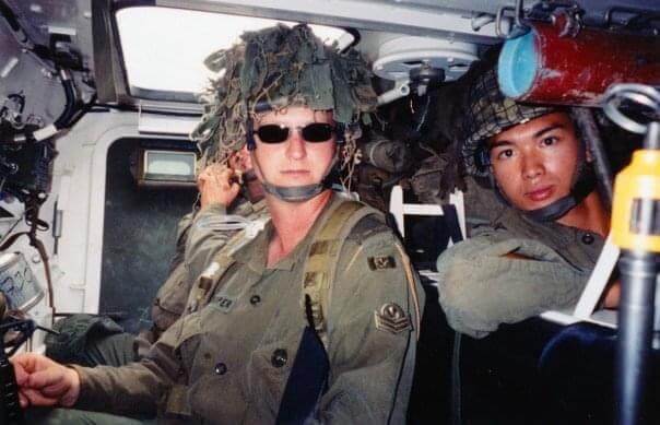 吳雲甫曾加入加拿大陸軍兩年,後因傷退伍。