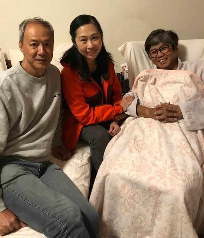 李麗霞入院做手術,好友陳榮峻、吳香倫探望她。