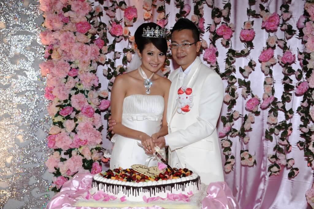 羅敏莊和陳國邦拍拖和同居七年,○九年結為夫婦。