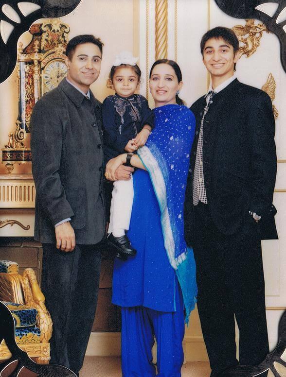 喬寶寶一家四口,太太為他生了兩個兒子。