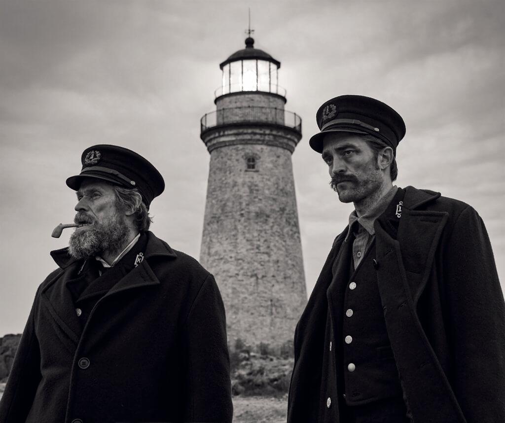 羅拔柏迪臣(右)與威廉狄福合演的矚目黑白片《燈塔》,奇幻神秘。