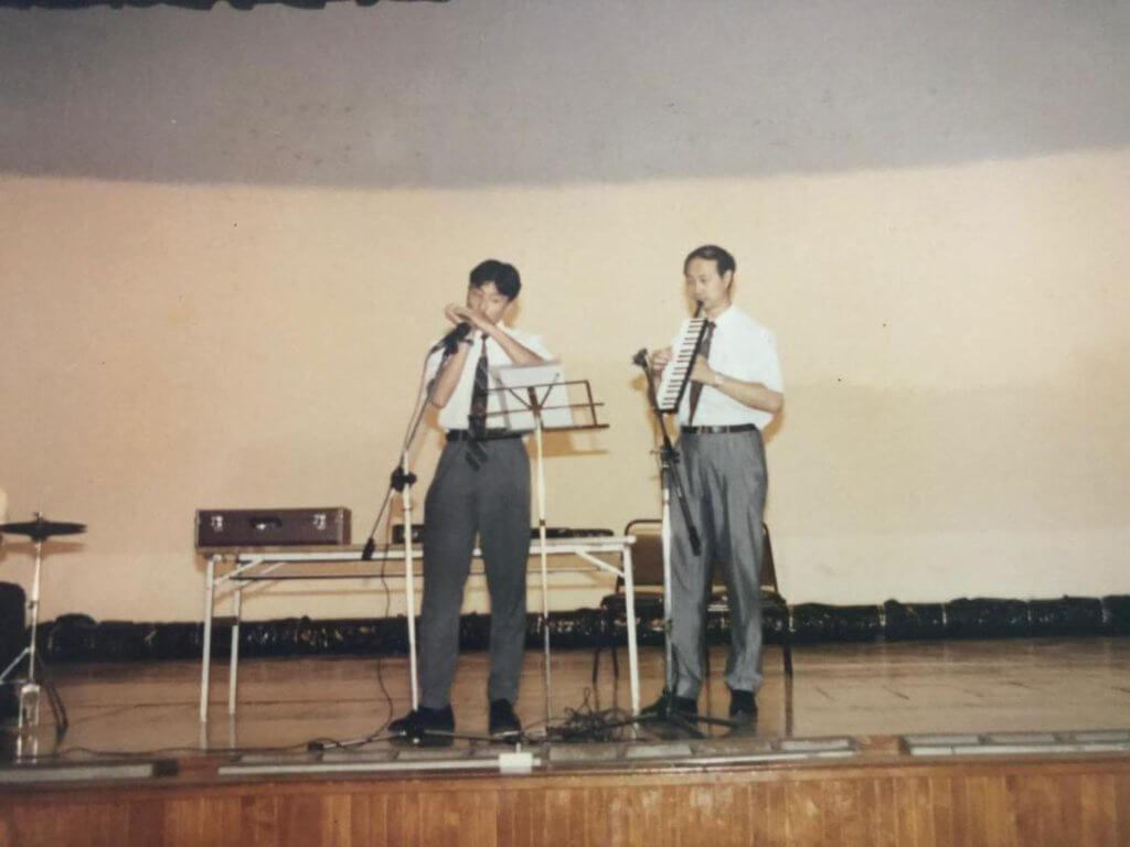 中五那年,為學校表演。