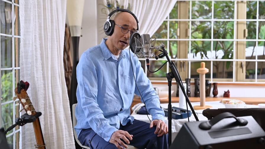 盧冠廷的最新大碟《HOMEWORK》破天荒在家中現場錄音,他將自己的舊作重新編曲翻唱,得到很高評價。