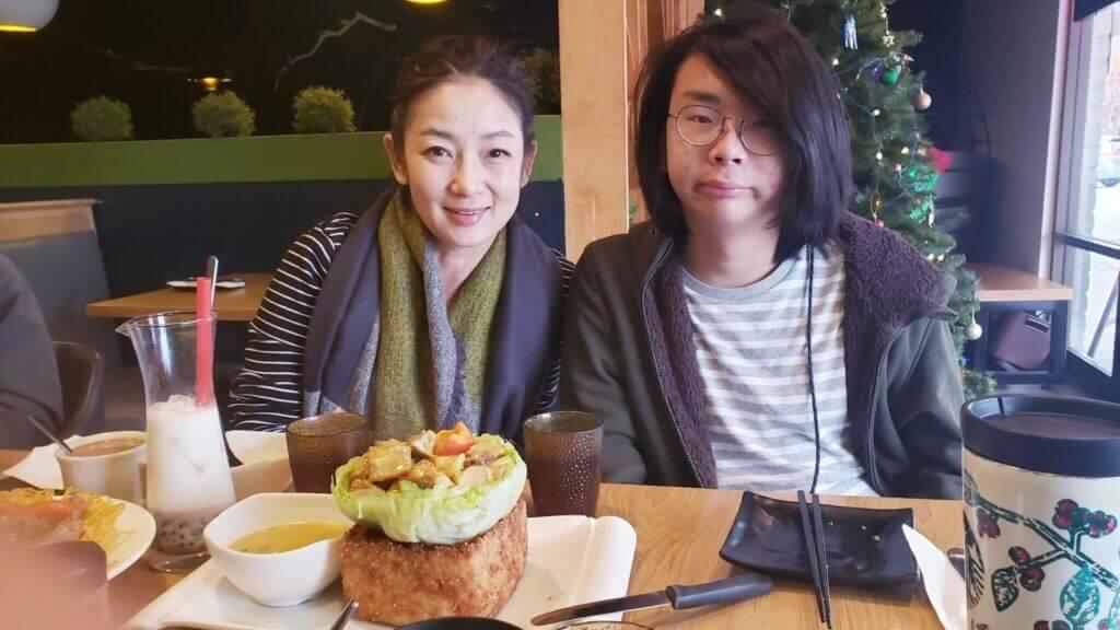 王綺琴說兒子喜歡演藝幕後工作,有興趣讀電影。