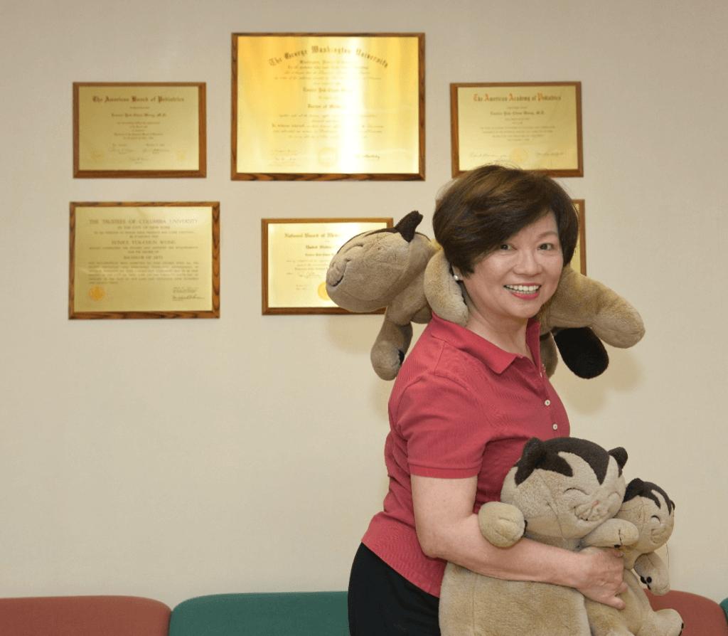 王醫生診所有很多毛公仔和玩具,更像是兒童樂園。