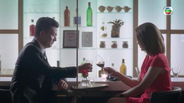 姚兵在劇集《多功能老婆》飾演姜總,與陳煒有場調情戲,令觀眾耳目一新。