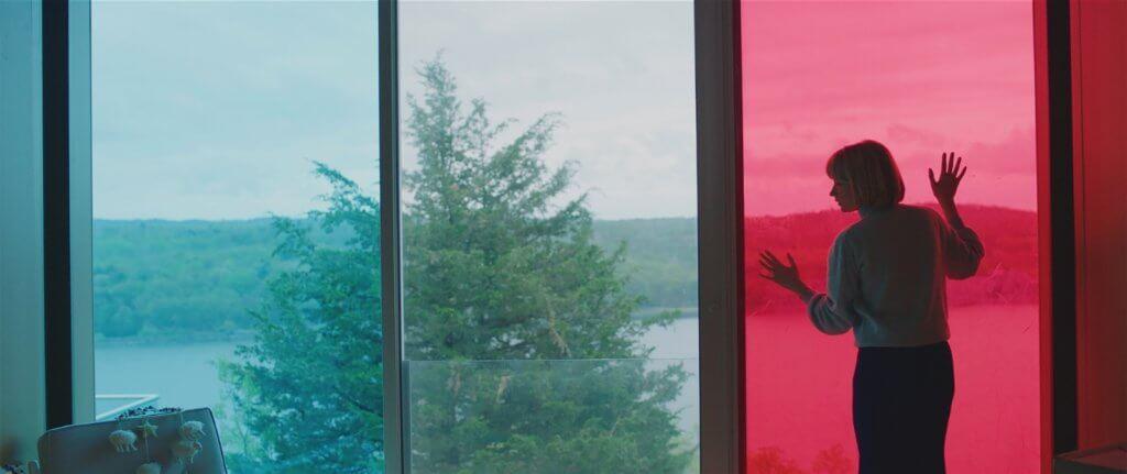 《吞》片的美術色彩十分考究,耀眼奪目亦充滿了隱喻。