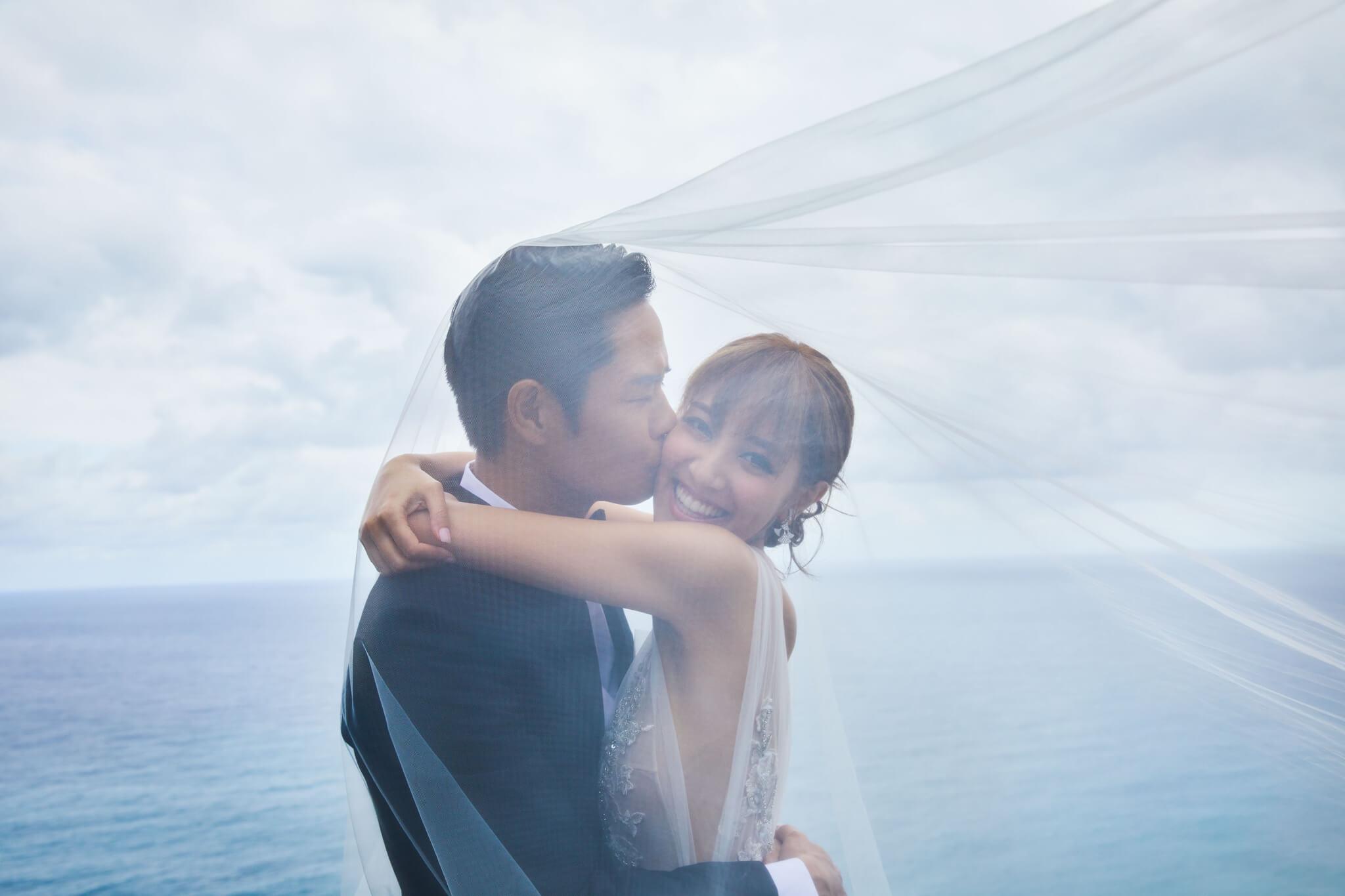 陳凱琳在2015年因拍攝無綫劇集《殭》而與年長22年的鄭嘉穎相戀;2018年8月12日,兩人在印尼峇里島舉行婚禮。