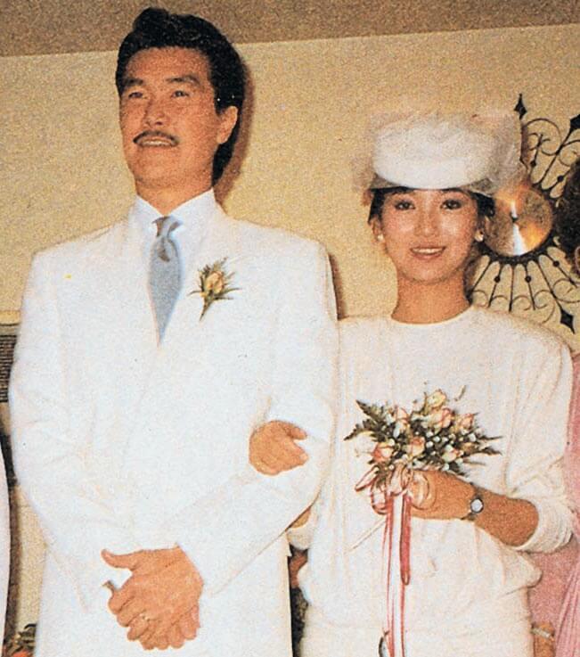 1984年12月,趙雅芝與黃錦燊在美國舉行婚禮,儀式簡單,出席者只有摯親。
