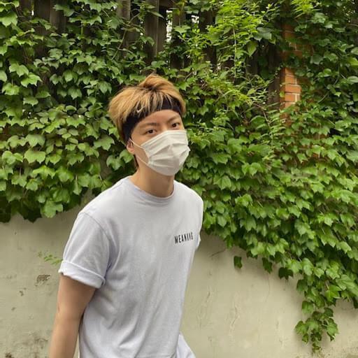 安宰賢近日上載居家照,跑步中的他也有戴上口罩。