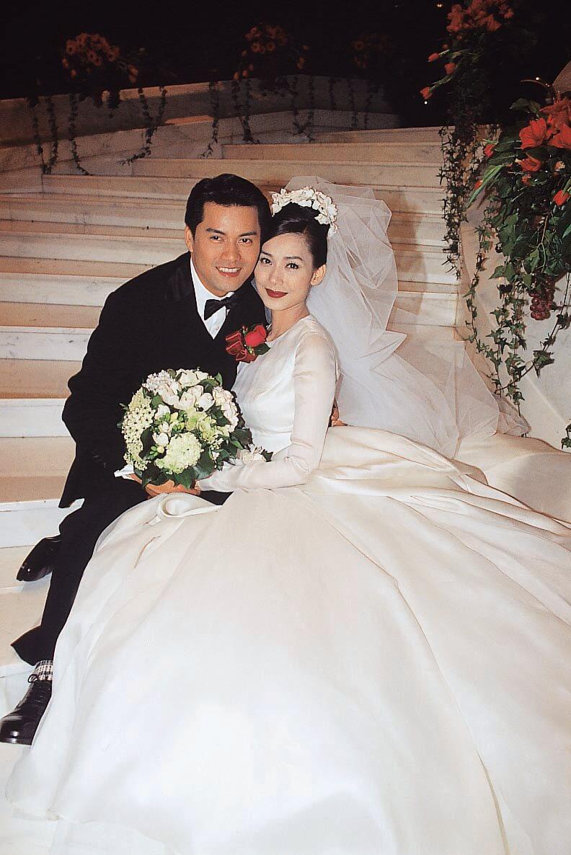 1996年2月,鄺美雲與呂良偉在麗晶酒店舉辦豪華婚禮,卻沒有註冊,八個月後分手。