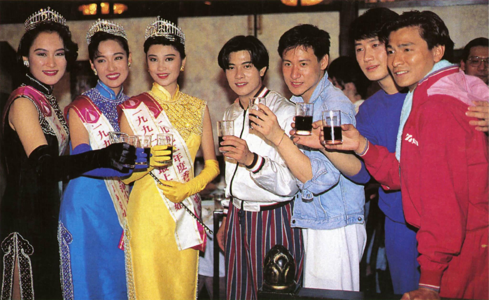 張學友、劉德華、黎明、郭富城與港姐冠軍盧淑儀、亞軍劉殷玲、季軍張雪玲攝於慶功宴。