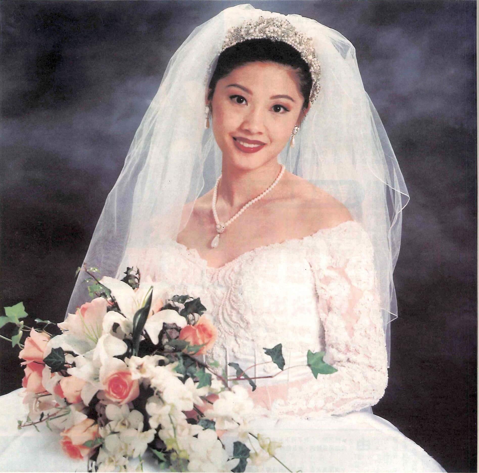 翁嘉穗於1999年1月5日在美國拉斯維加斯下嫁比她年長20年的鄔友正。翁嘉穗頸上戴的珠鏈,是鄔友正姊姊送贈之結婚禮物。