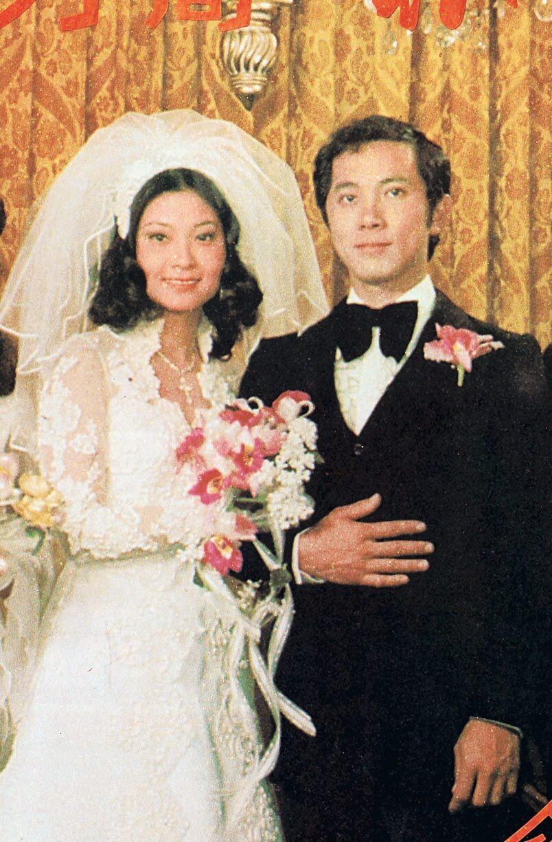 朱翠娟、陳家寧在孫泳恩與陳家蓀的婚禮認識便一見鍾情,旋即傳出婚訊,於1977年2月結婚。