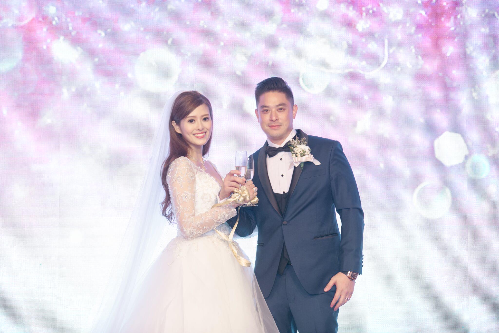 2019年9月3日,許芷熒(前名許亦妮)與拍拖兩年的圈外男友Alexander Fung結婚。