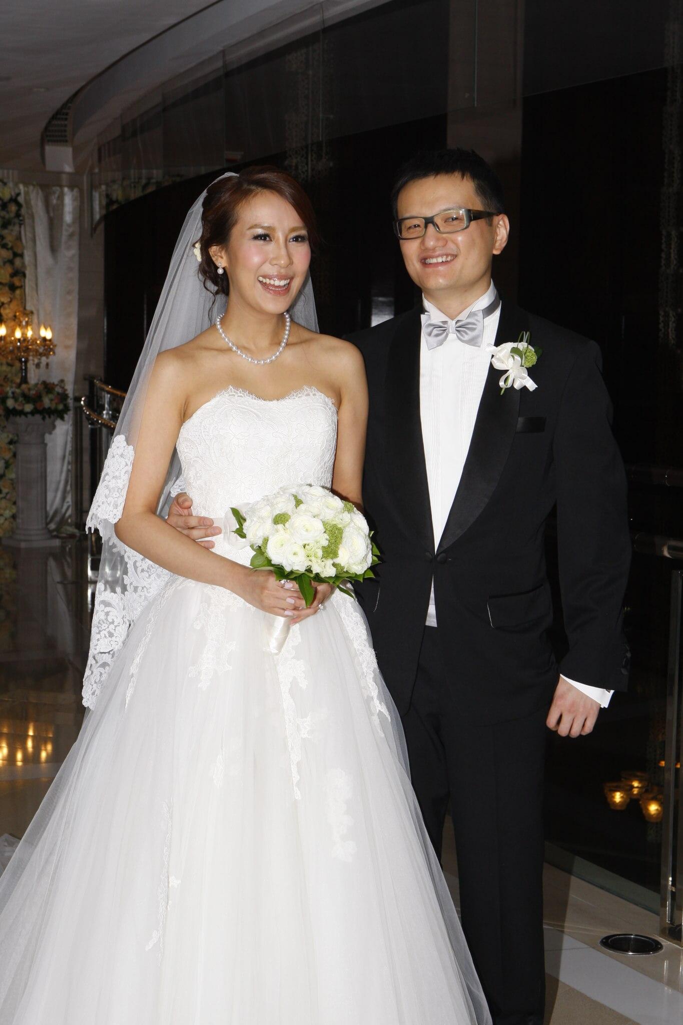 曹敏莉於2010年10月28日與相戀五年的張家傑結婚,婚後育有兩子一女。