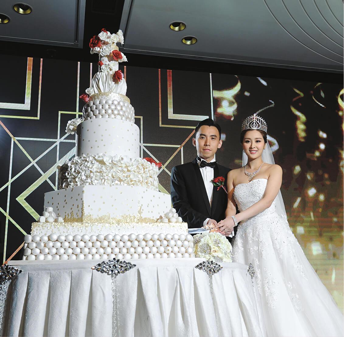張名雅於2016年7月31日,宣布與拍拖1年半任職律師的男友蔡錦豪結婚,在9月9日正式下嫁。