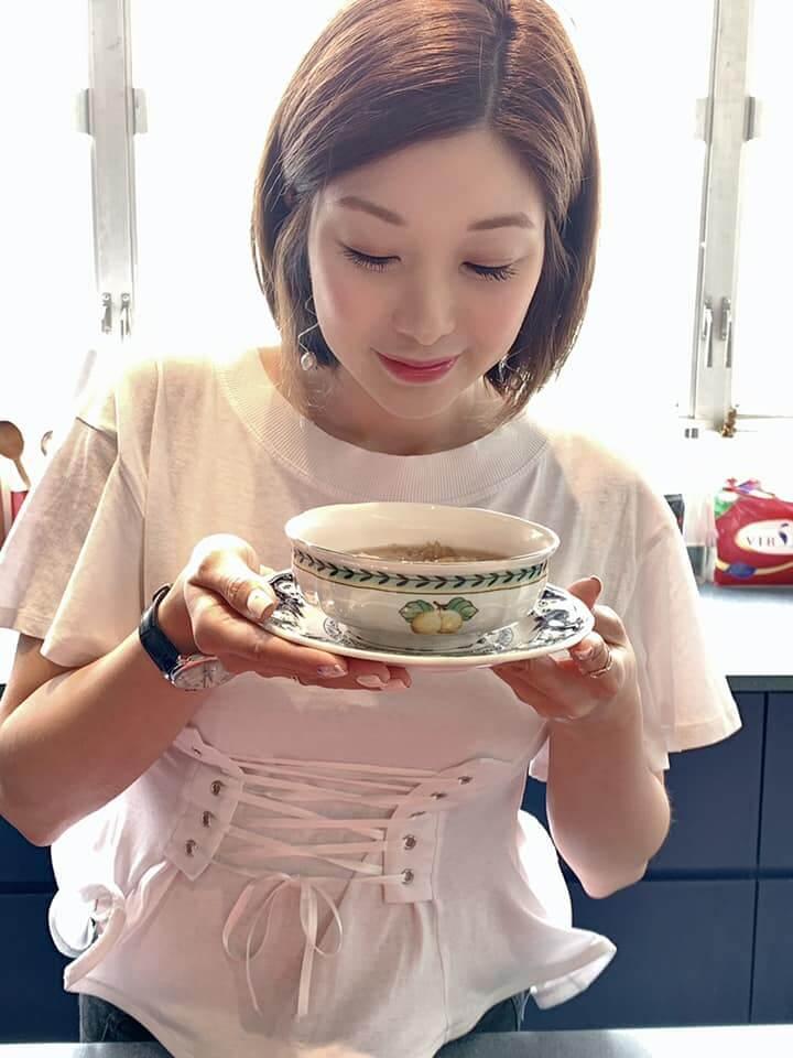 2018年,創辦益生集團國際有限公司,並成立品牌「靚湯Souper」。