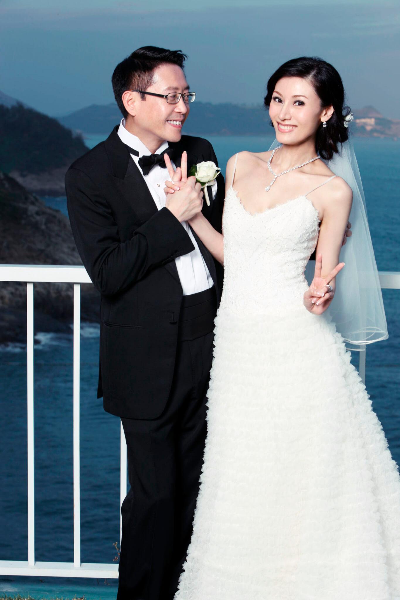 2008年10月28日,李嘉欣與許晉亨在香港金鐘婚姻註冊處登記結婚,11月23日在許晉亨父親的別墅中舉行婚宴。
