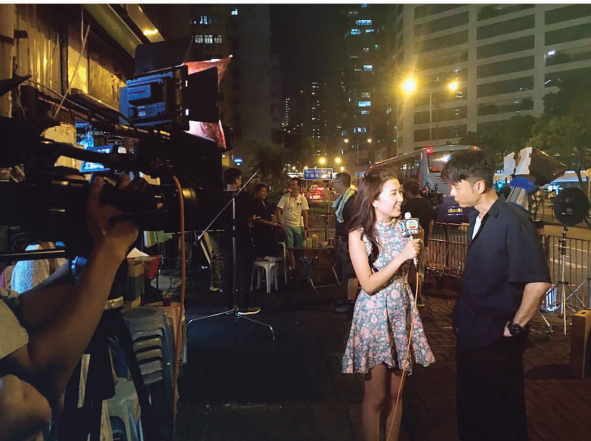 郭嘉文曾代表《東張西望》採訪李克勤