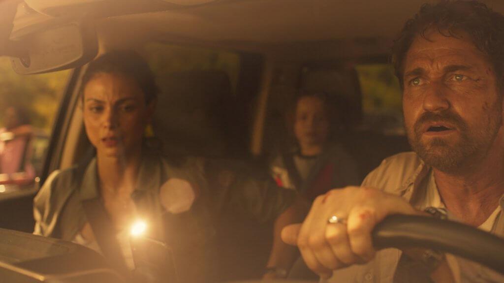 謝拉畢拿在《末世綠洲》帶同分居妻子及兒子前往格陵蘭地下庇護站,避開空前浩劫。