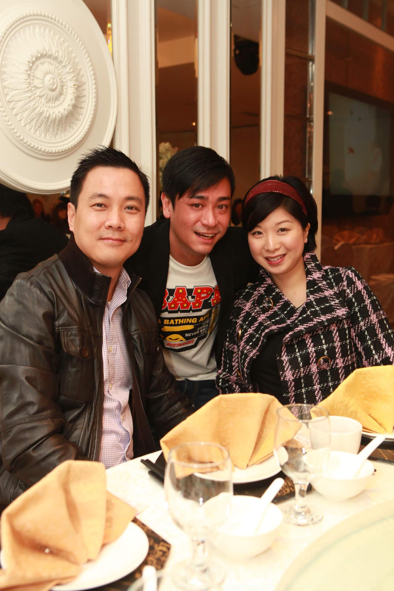 2013年,李忠希為女兒擺百日宴,胡家惠與老公邱仲平到賀;2018年,胡家惠與邱仲平離婚。