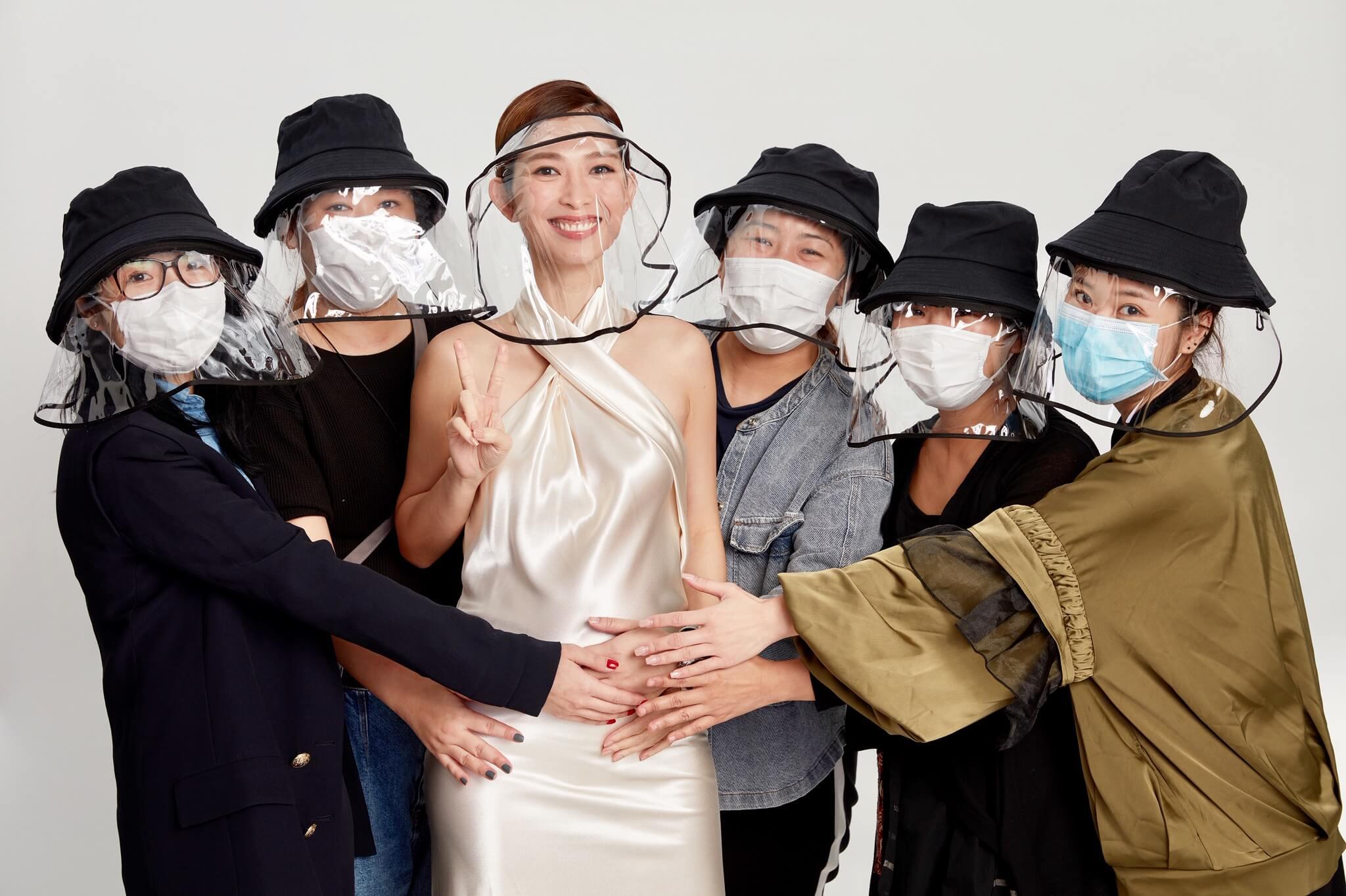 疫情期間拍廣告,一眾工作人員都替她再次懷孕感高興。