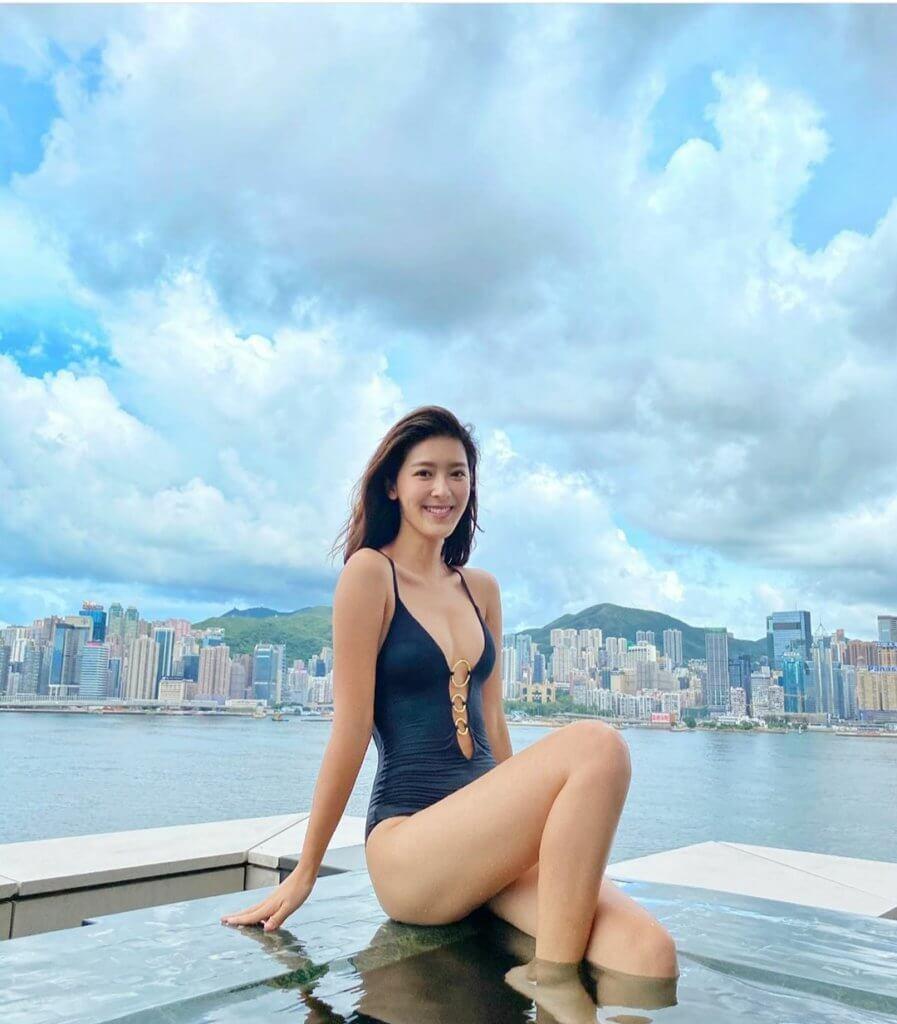 余香凝早前慶祝廿七歲生日,自言大個女的她,在社交平台上載泳衣照,向粉絲大派福利。