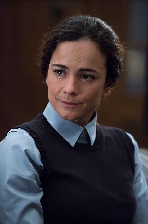 秘密醫院內的女醫生Cecilia,嚴密監測異變人。