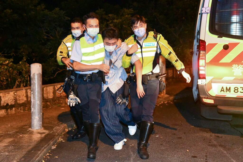 楊明本月再次登上港聞,在山頂馬己仙峽道撞車,拒血液測試被捕,並在警員攙扶下送院治療。