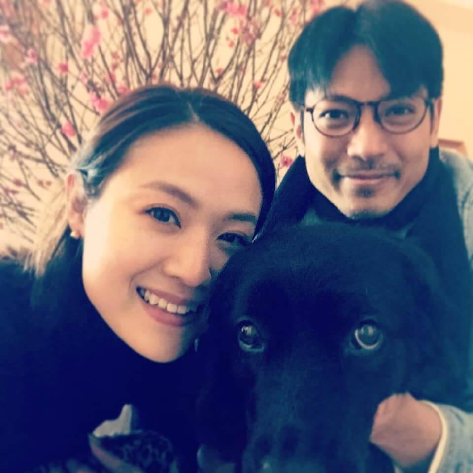 陸駿光和太太與愛犬一家三口