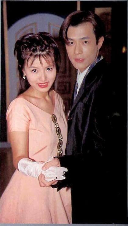 黃𨥈瑩主演第一齣劇集《餐餐有宋家》,與古天樂相識,成為古仔至今唯一公開承認的女友,相戀七年後分手。