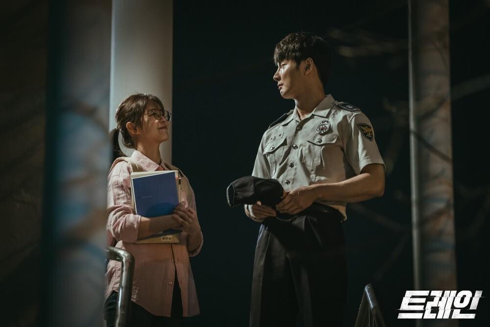 在劇組眼中,尹施允及申素律除了演技了得,在現場更是歡樂的泉源。