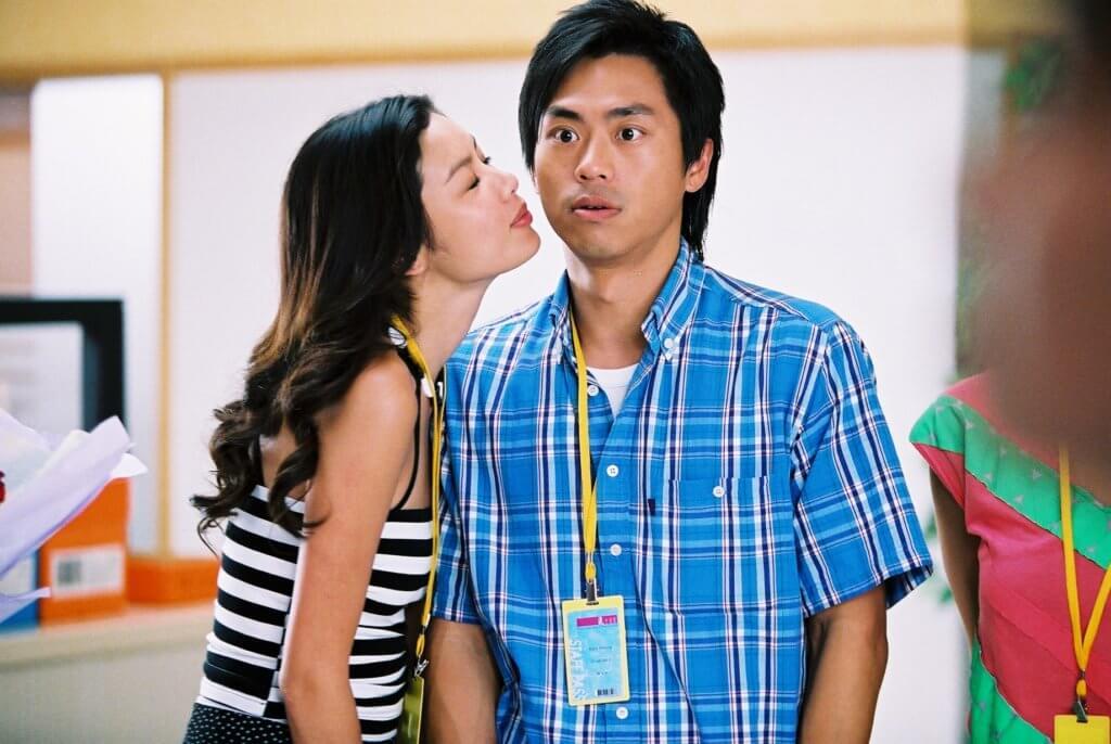 在○四年的電影《甜絲絲》,樂基兒向森美獻吻。