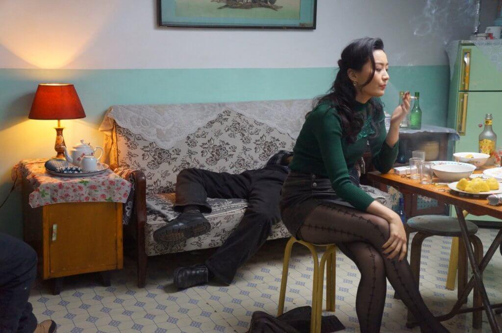 陳法拉為角色學習吸煙,她說一吸便會咳,十分困難。