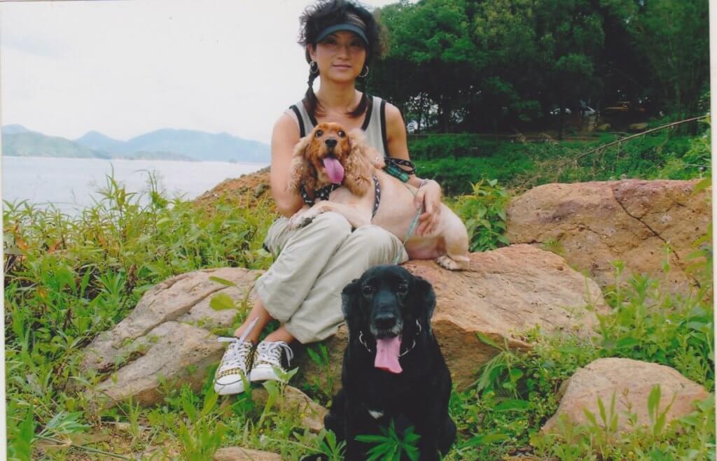 這是已離世的o靚妹和阿B,她最喜歡帶愛犬享受大自然氣息