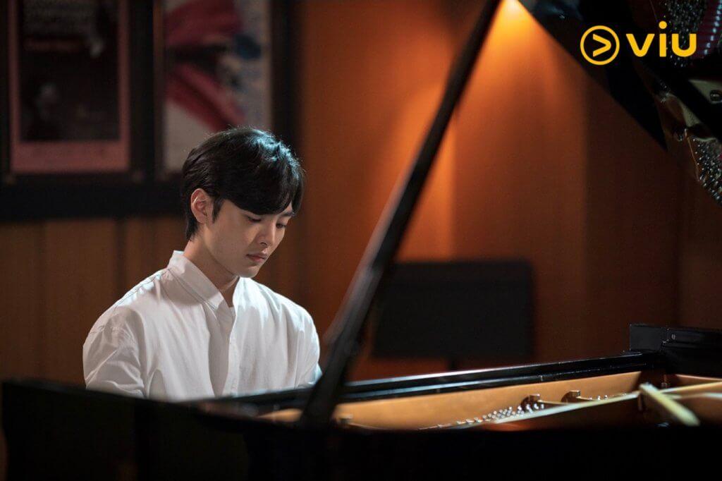 金旻載為演好天才演奏家,未開工前不停練習,所以他在鏡頭前彈奏時真的有板有眼。