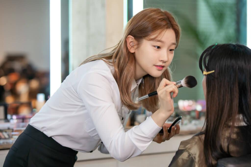 朴素丹想成為出色的化妝師