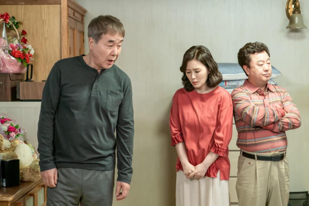 劇中的老戲骨,韓振熙、夏希羅及朴守榮飾演朴寶劍的父母及祖父。