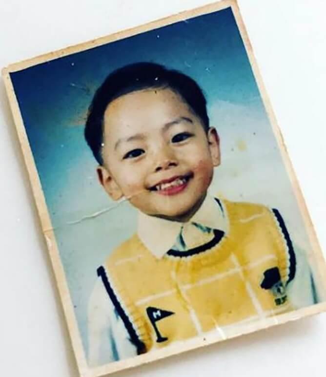 小時候的呂珍九已常常笑容滿面,自然受人喜愛。