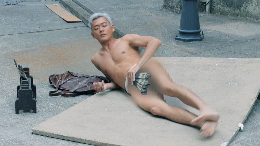 劇集《反黑路人甲》中,他當街裸跑一幕甚有回響,被封為無綫「裸跑王」。