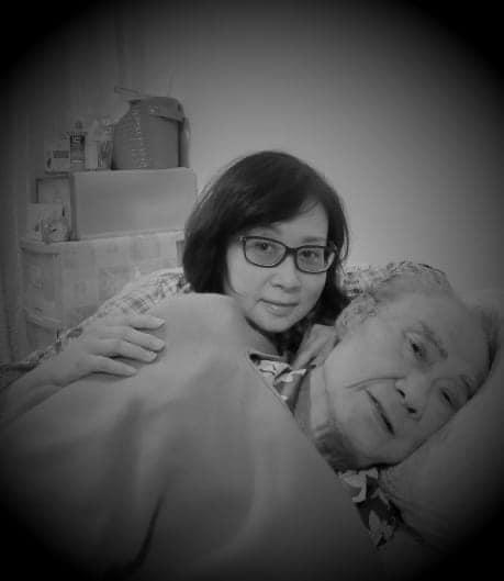 瑩瑩陪伴父親走過人生最後的日子,感恩上天給她盡孝的機會。