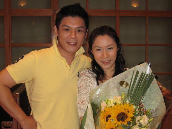 彭家麗與弟弟彭皓鋒感情要好,她說沒有經理人期間,曾請弟弟陪她去做騷。