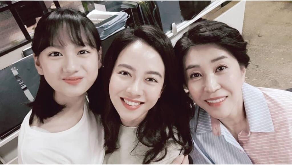金美京與宋智孝在《我們,愛過嗎?》中飾演兩母女