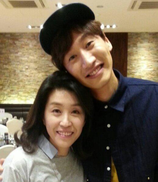 金美京演的媽媽角色戲路極廣,既可沉鬱也可搞笑,她和李光洙便曾在《心裡的聲音》中擦出喜劇火花。
