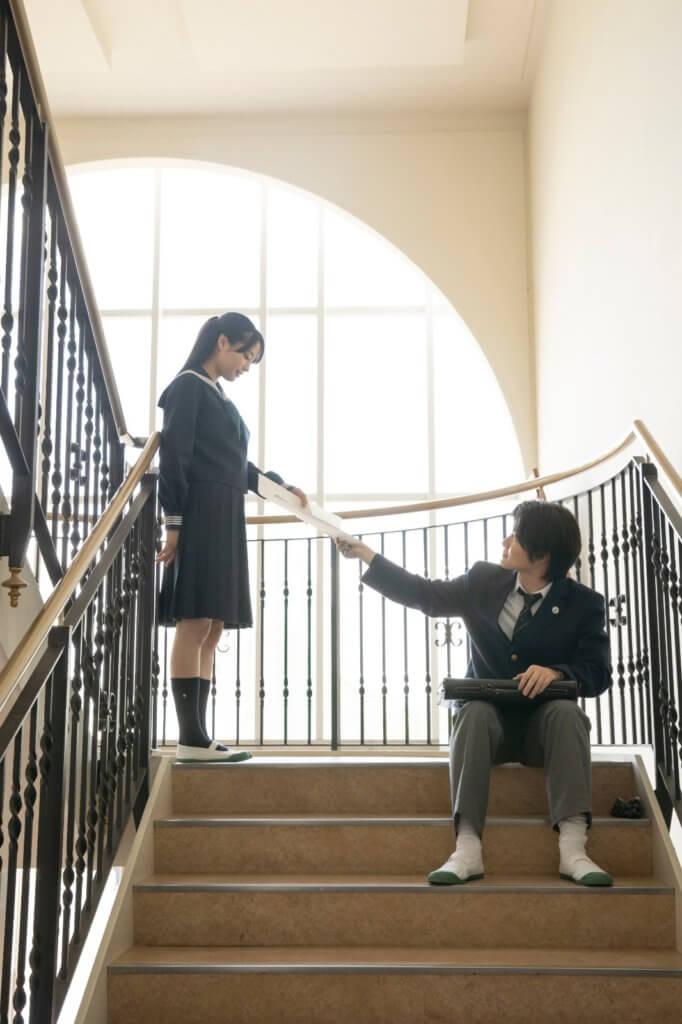 神木隆之介與廣瀨鈴(左)姊妹的高中愛情戲,活像一段青春殘酷物語。