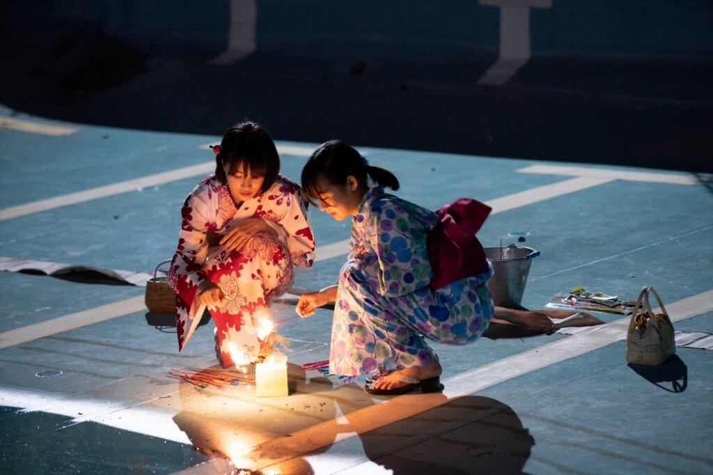 廣瀨鈴(左)和森七菜分別一人分飾兩角,是一對表姊妹,亦演中學時代的女主角姊妹。