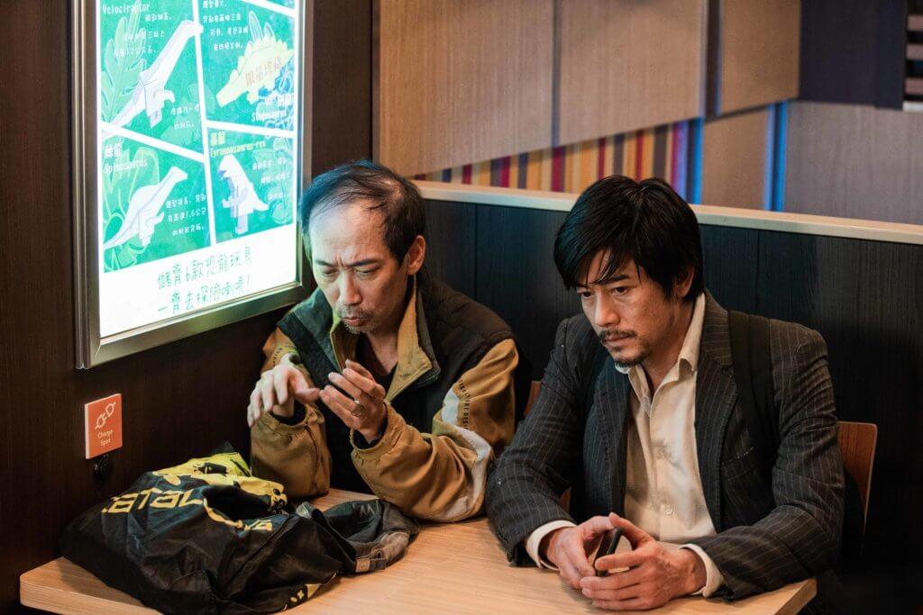 張達明與郭富城同是借宿快餐店的流浪漢,彼此互相扶持。