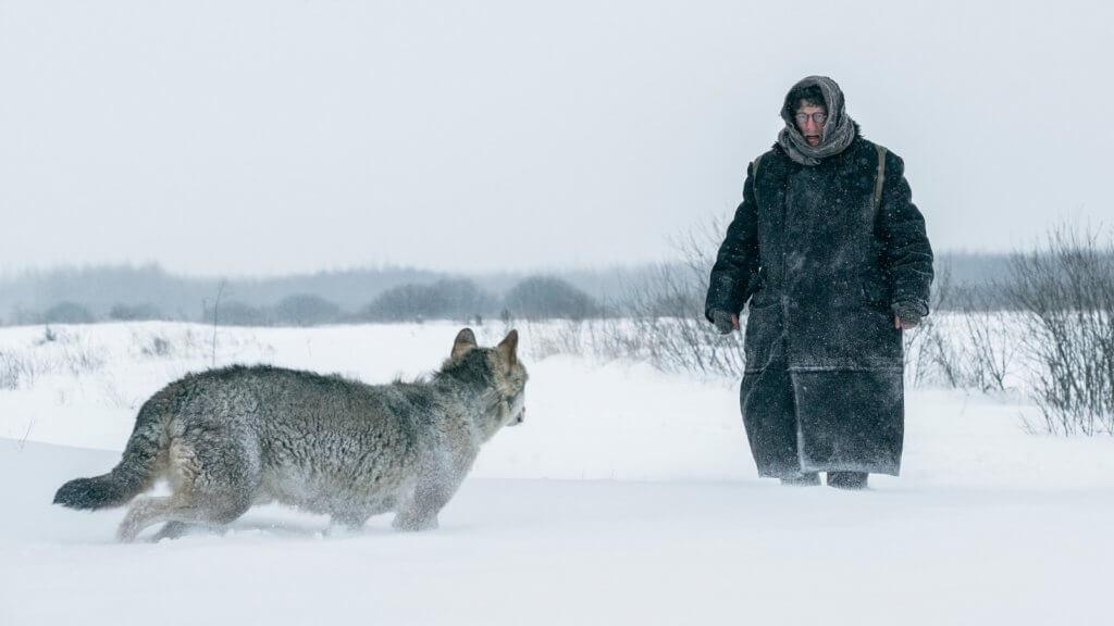 導演以強烈直接的方式,將鍾斯一步步深入絕境的過程描寫出來。
