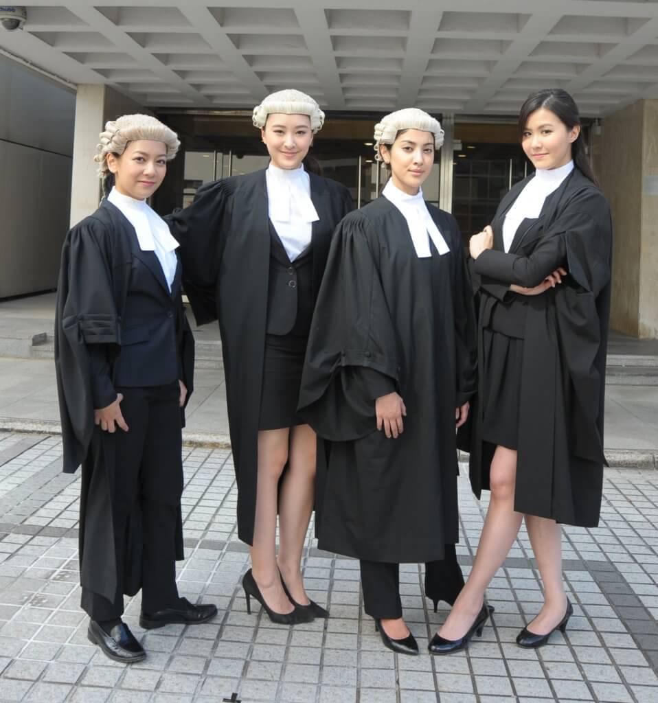 (左起) 何雁詩、陳瀅、陳凱琳、劉佩玥在《四個女仔三個Bar》演見習大律師,何雁詩和陳瀅老友到一起住。